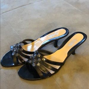 Sandals with small heel